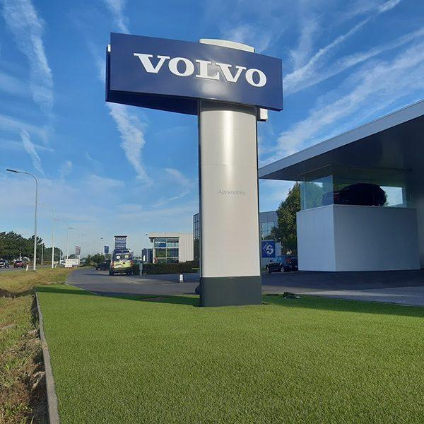Kunstgras showroom Volvo garage